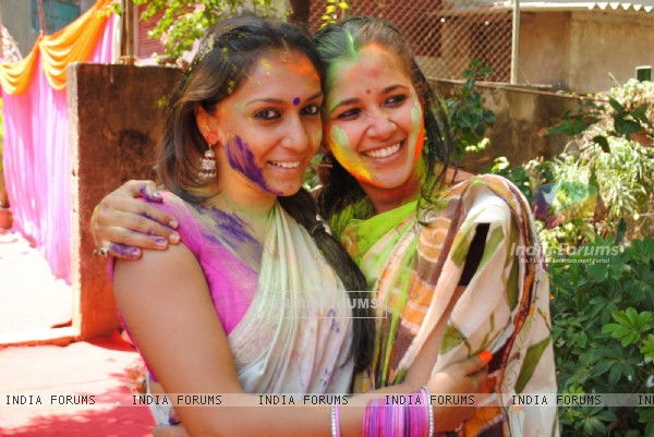 Shweta Salve & Narayani Shastri at Ekta, Sanjay and Kiran Holi Party at Versova