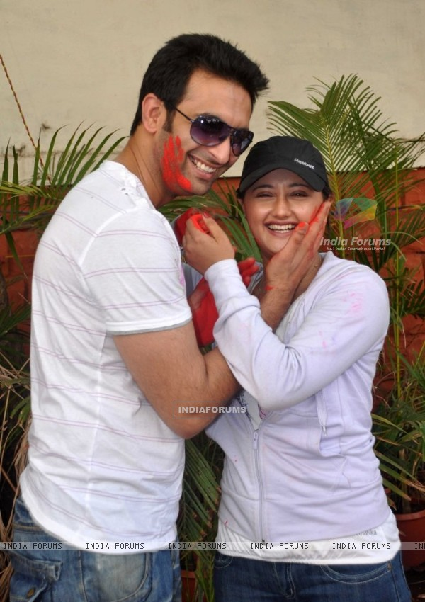 Nandish Sandhu & Rashmi Desai at Zoom Holi Party in Tulip star