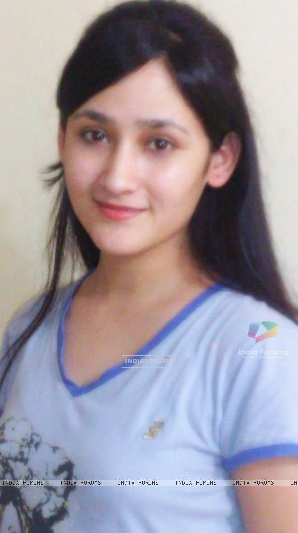 http://img.india-forums.com/images/600x0/126112-aditi-sajwan.jpg