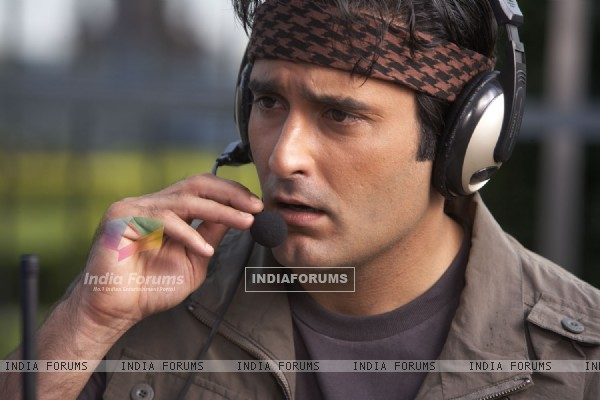 Akshay Khanna talking on a mic in Shortkut