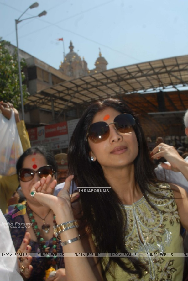 Shilpa Shetty snapped at Siddhivinayak Temple