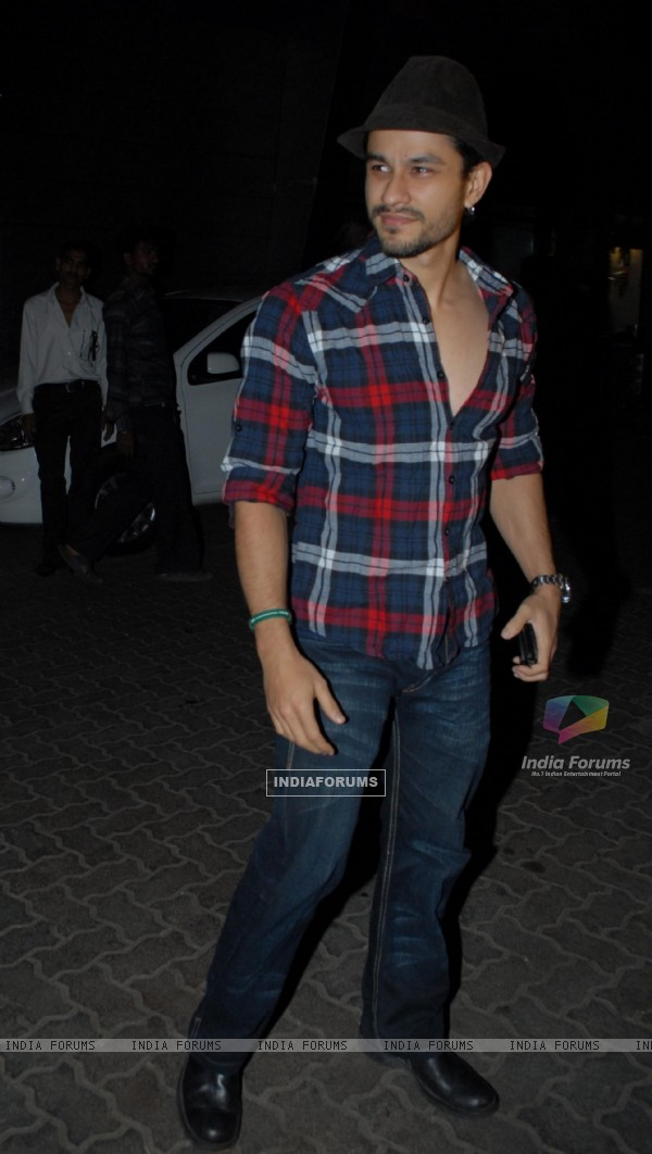 Kunal Khemu at Nikhil Dwivedi's wedding Reception party at Escobar