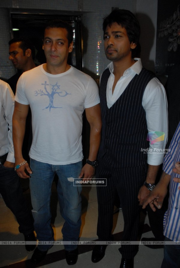 Salman Khan at Nikhil Dwivedi's wedding Reception party at Escobar