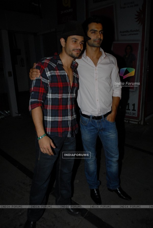 Ashmit Patel and Kunal Khemu at Nikhil Dwivedi's wedding Reception party at Escobar