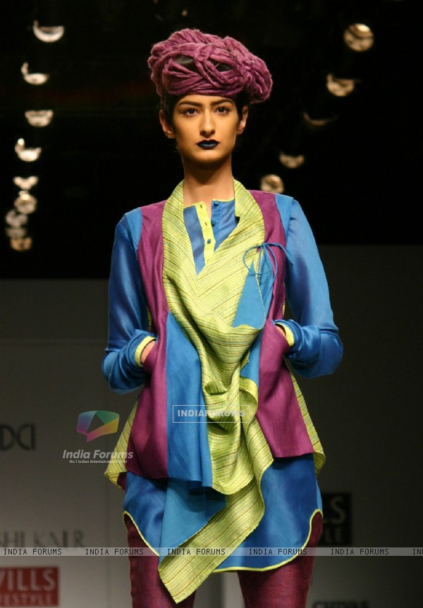 A Model showcasing designer Urvashi Kaur's creation at the Wills Lifestyle India Fashion Week autumn inter 2011 in New Delhi on Wed 6 April 2011. .