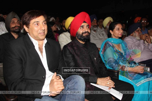 Charan Singh Sapra, Parineet Kaur and Sunny Deol at Baisakhi Di Raat celebration by Punjab cultural