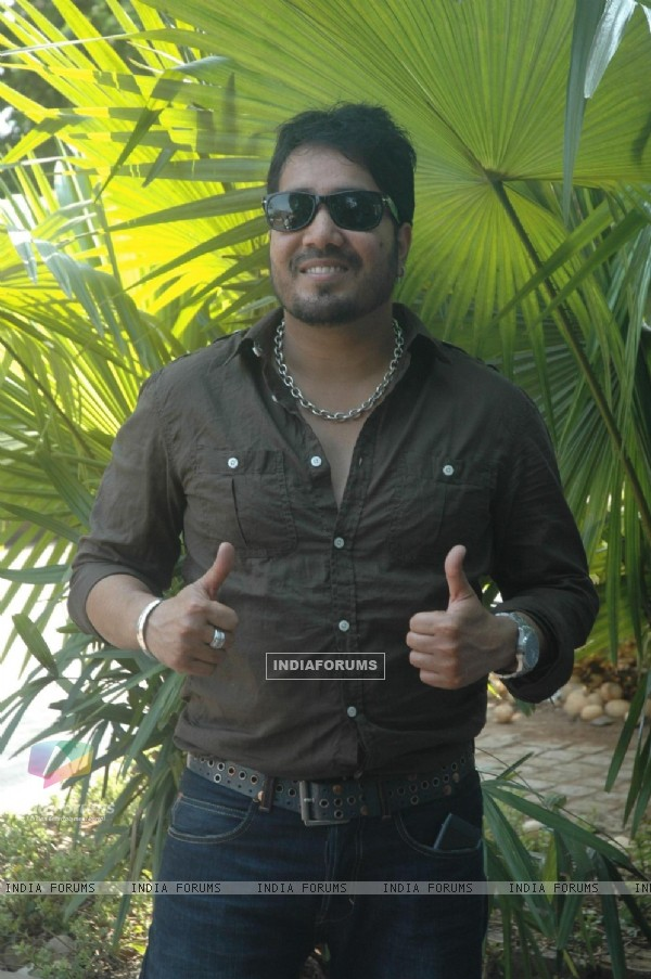 Mika Mehndi at success bash of film F.A.L.T.U (129670)