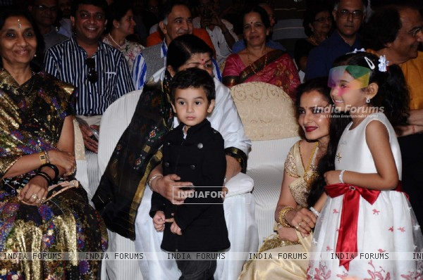 Lata Mangeshkar and Rekha at the Music Launch of Sarhadein by Sa Re Ga Ma and Radiocity at Taj