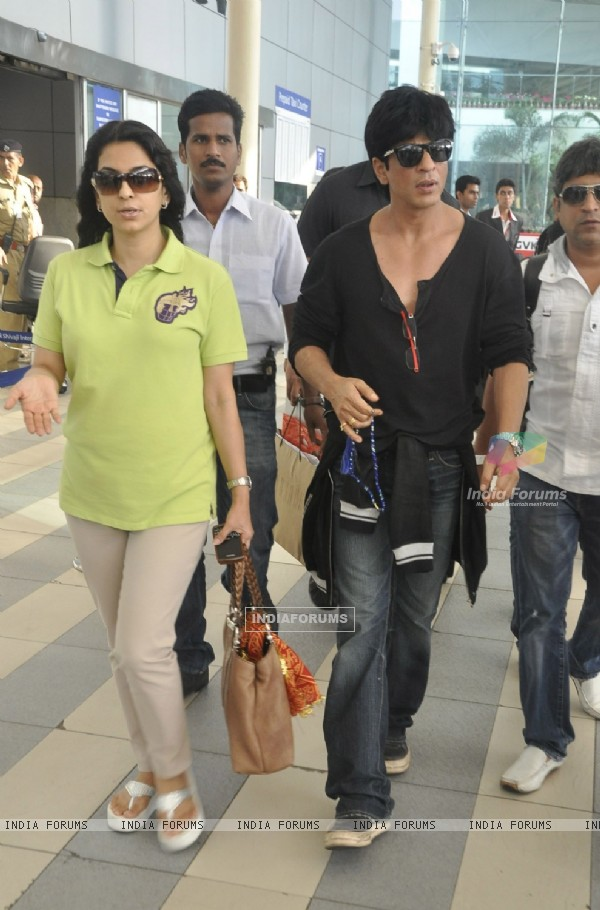 Shahrukh Khan and Juhi Chawla arrive from Kolkata after KKR win
