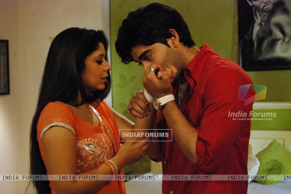 Romantic scene of Nivi and Viren