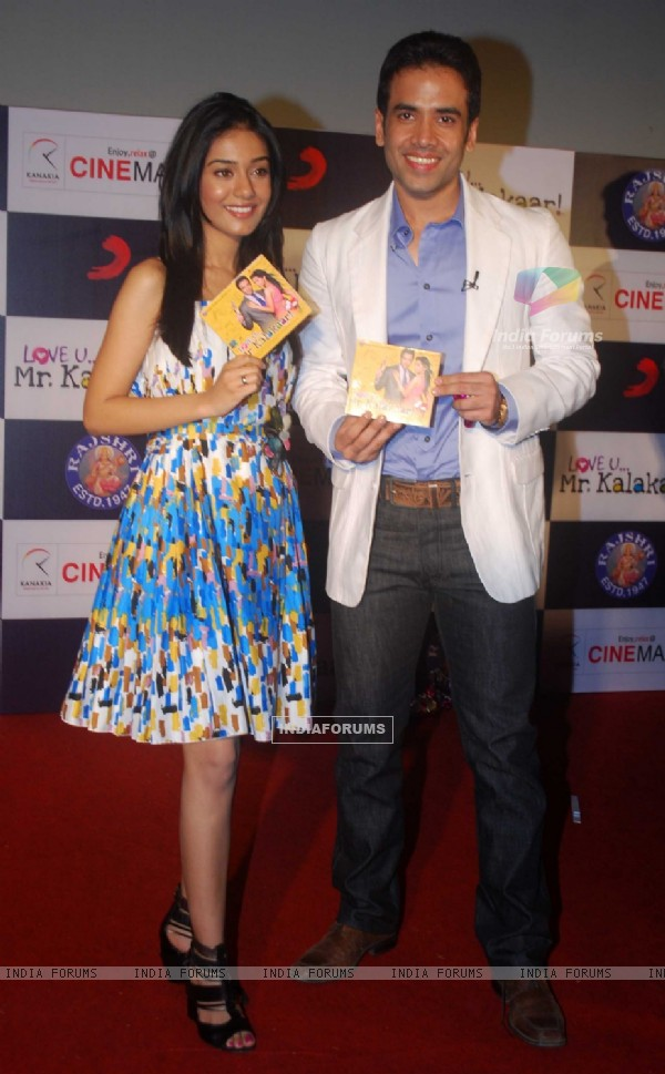 Tusshar Kapoor & Amrita Rao at Love U... Mr. Kalakaar! music Launch at Cinemax, Mumbai (130126)