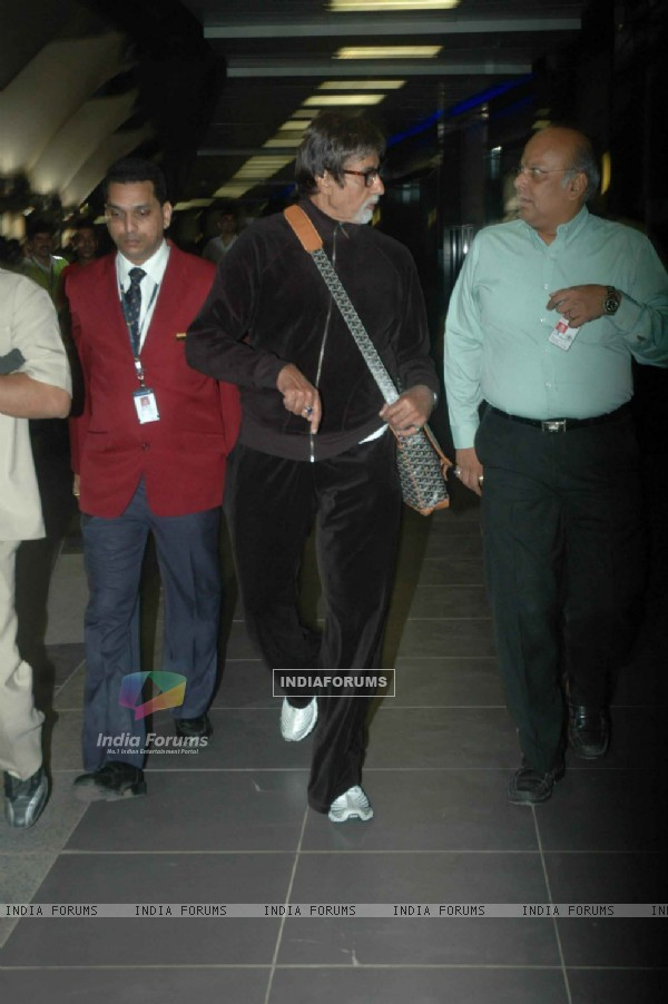Big B returns from Poland visit