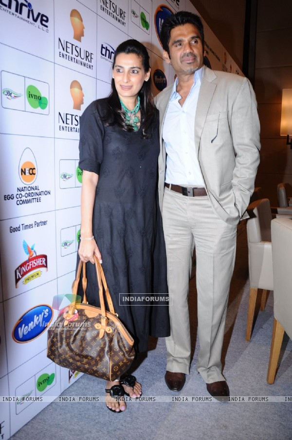 Sunil & Mana Shetty at AKON concert Press conference at Trident, Bandra, Mumbai