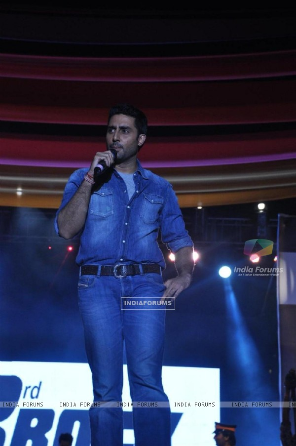 Abhishek Bachchan of Dum Maro Dum promote the film at No Smoking Concert Chitrakoot Ground