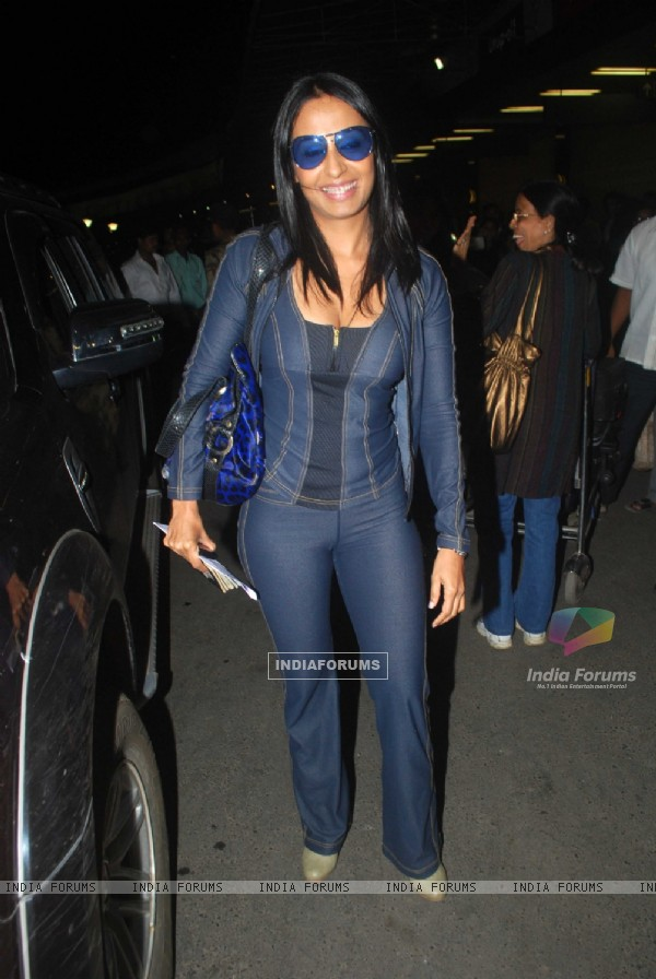Kashmira Shah contestents of Fear Factor Khatron Ke Khiladi Season 4 leave for South Africa