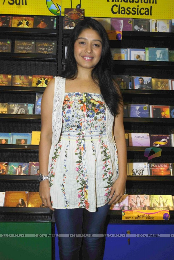 Singer Sunidhi Chauhan performs at Planet M in Churchgate, Mumbai. .