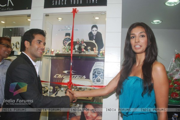 Tusshar Kapoor and Preeti Desai unveils new range of Chronotech Watches