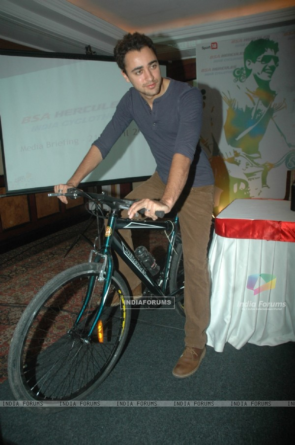 Imran Khan at BSC Cyclothon press meet at Taj Land's End. .
