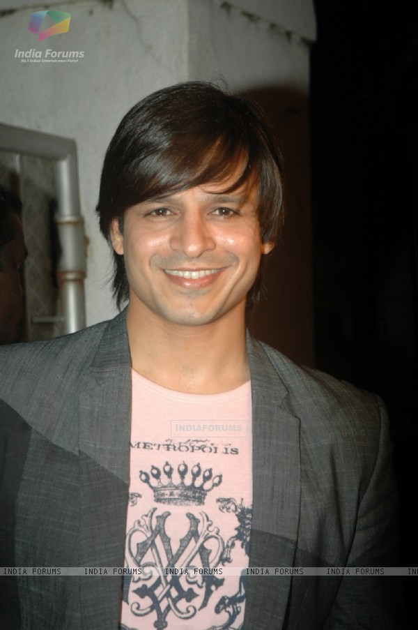 Vivek Oberoi launch singer Apoorv's album at Vie Lounge. .