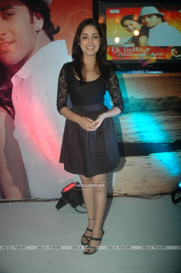 Yami Gautam at launch singer Apoorv's album at Vie Lounge. .