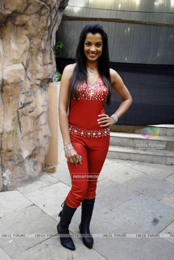 Mugdha Godse at Water Kingdom celebrating their 13th Anniversary in Mumbai