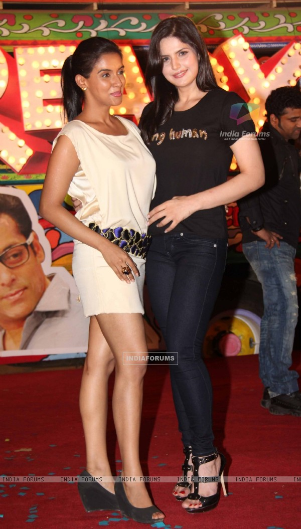 Zarine Khan and Asin at 'Ready' music launch at Film City