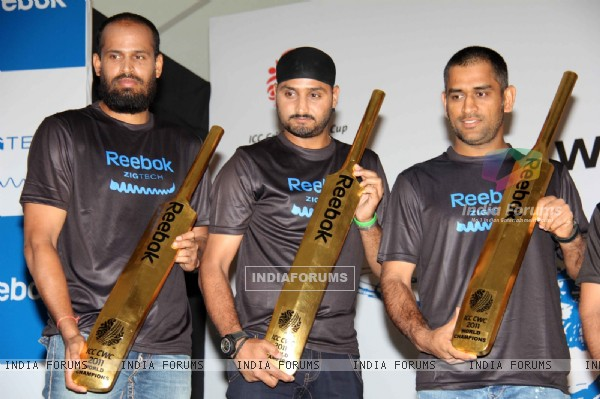 Reebok felicitates the World Cup winners Yousuf Pathan, Dhoni and Harbhajan Singh