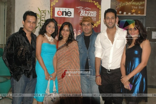 Cast at 'Rang Badalti Odhani' celebrates 300 episodes