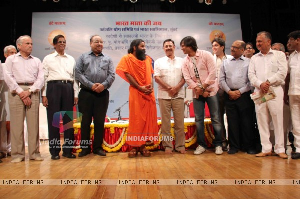 Vivek and Suresh Oberoi at Yogi Rishi Swami Ramdev interaction on the subject of Enrichment of Life