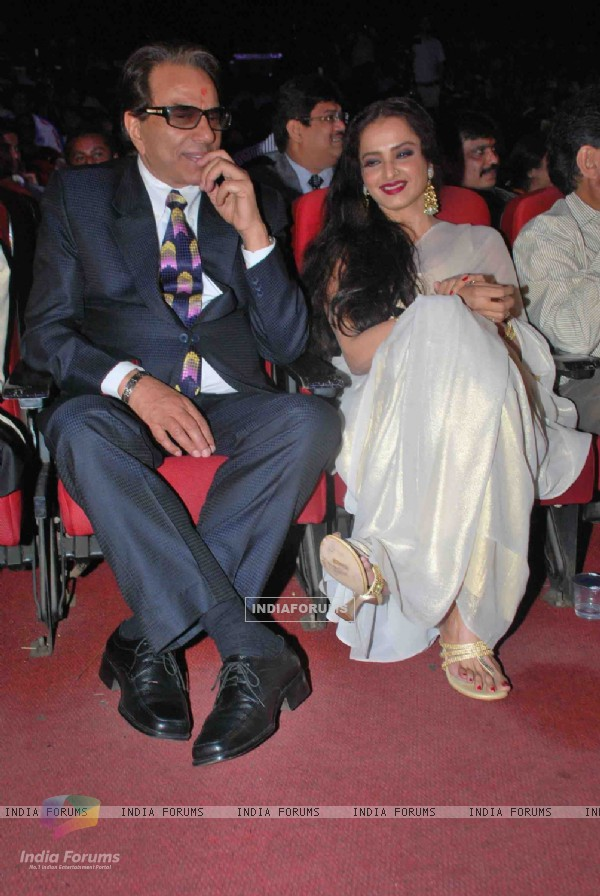Dharmendra and Rekha at Dadasaheb Phalke Awards in Bhaidas Hall on 3rd May 2011. .