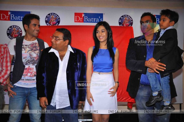 Tusshar Kapoor and Amrita Rao at Dr. Batra's photo exhibition, Trident