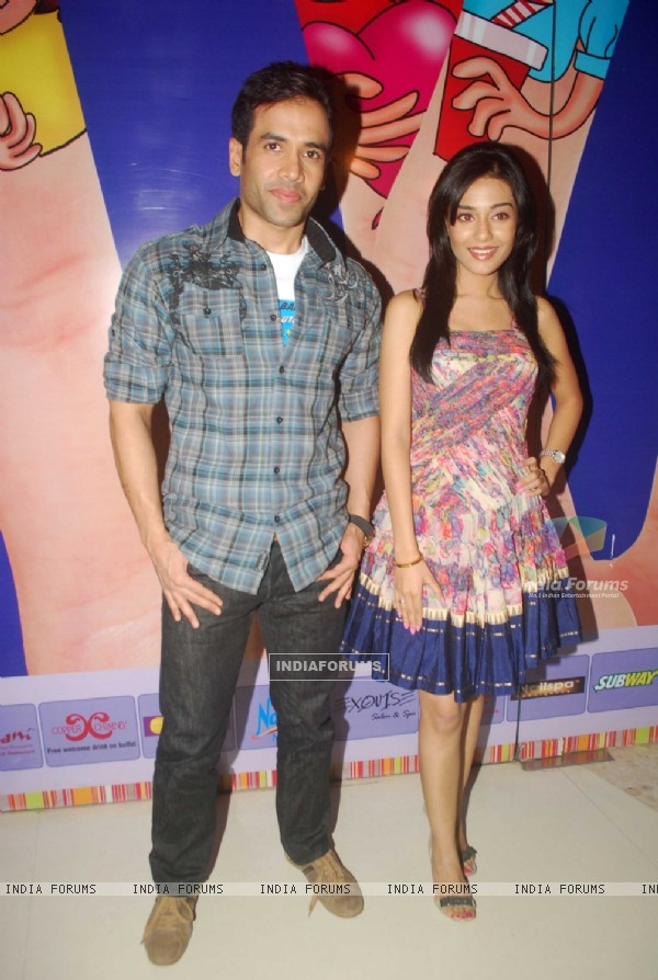 Tusshar Kapoor and Amrita Rao at a promotional event for film Love U... Mr. Kalakaar! at Oberoi Mall (133382)
