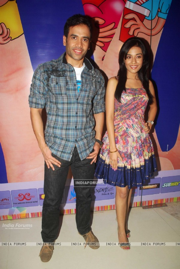 Tusshar Kapoor and Amrita Rao at a promotional event for film Love U... Mr. Kalakaar! at Oberoi Mall (133383)
