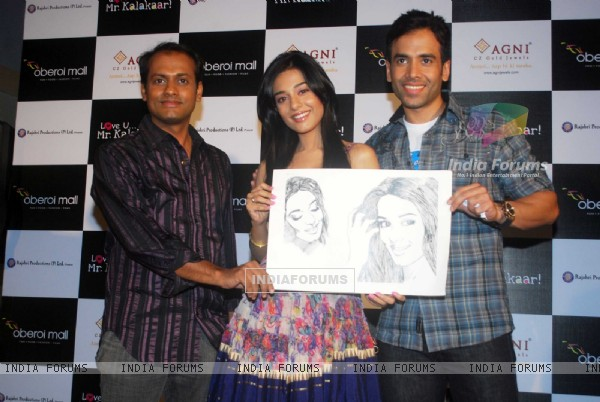 Tusshar Kapoor and Amrita Rao at a promotional event for film Love U... Mr. Kalakaar! at Oberoi Mall (133390)