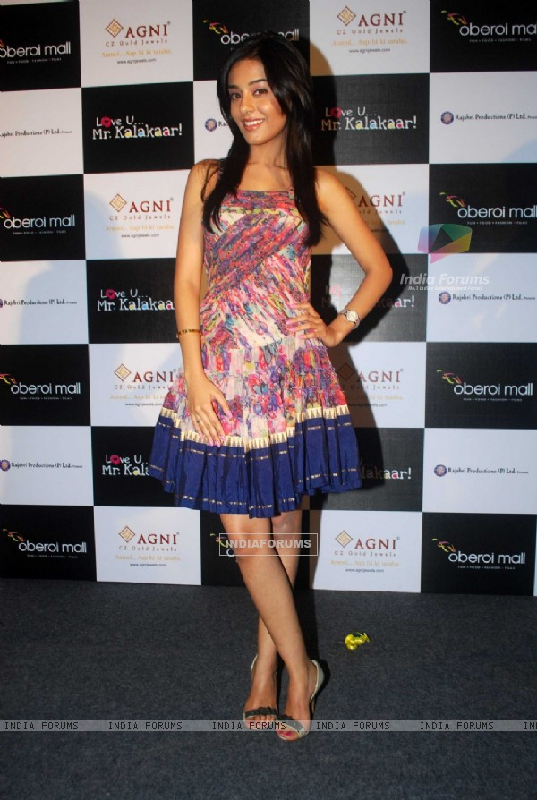 Amrita Rao at a promotional event for film Love U... Mr. Kalakaar! at Oberoi Mall (133395)