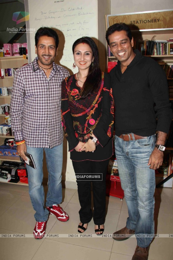 Gurdas Maan, Juhi Babbar and Anup Soni at Nalini Dutta book 'Katra Katra Zindgi' launch at crossword