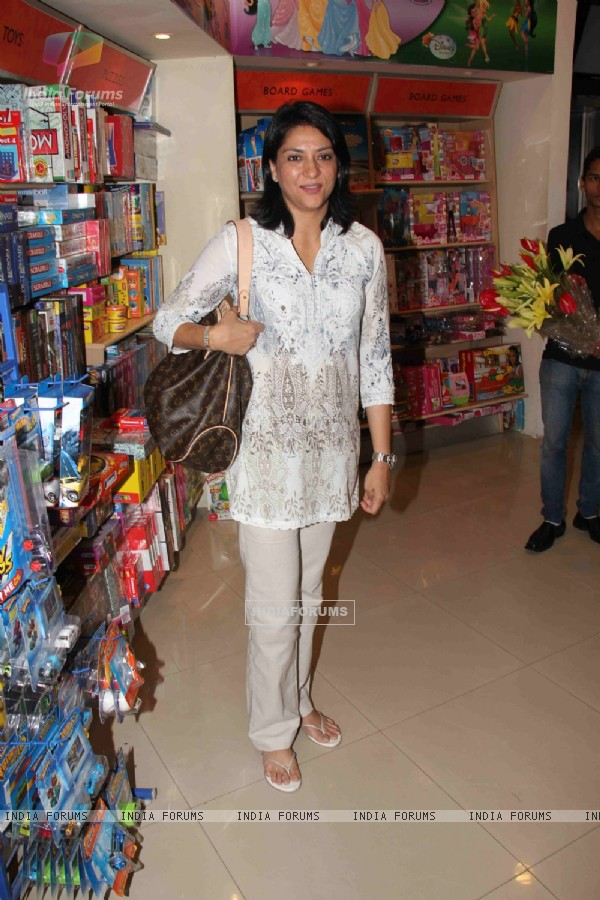 Priya Dutt at Divya Dutta mom Nalini's book 'Katra Katra Zindgi' launch at crossword