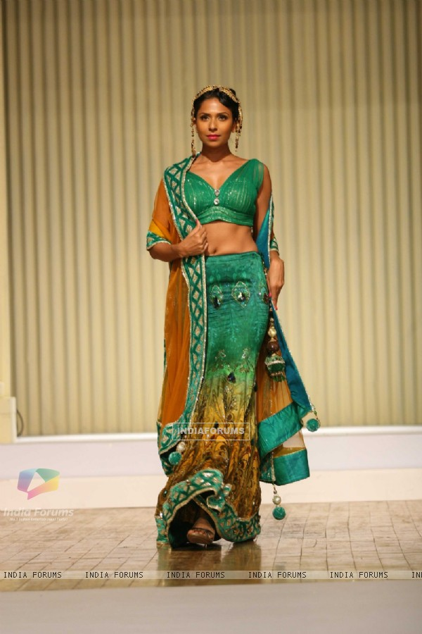 Models walk the ramp at Silhousettes 2011 Vintage Vogue Fashion show by B. D. Somai Institute of Art