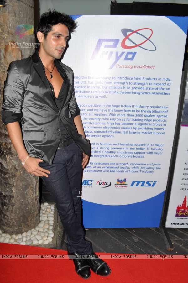 Zayed Khan at Exhibit Magazine anniversary bash, Vie Lounge, Juhu in Mumbai