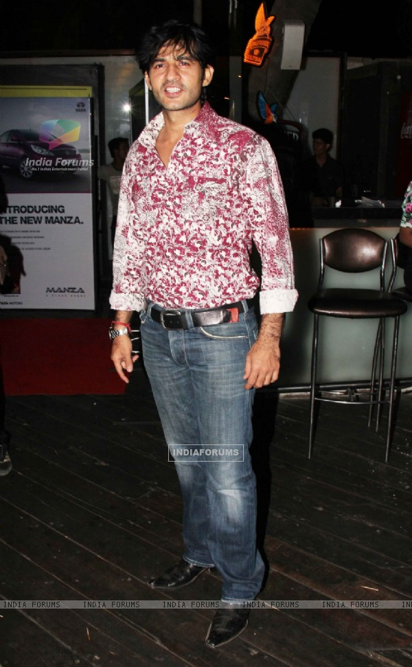 Hiten Tejwani at Exhibit Magazine anniversary bash, Vie Lounge, Juhu in Mumbai