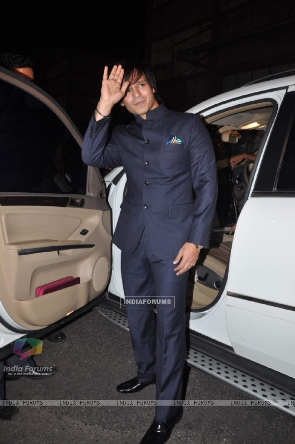 Vivek Oberoi at star plus Sai Baba musical, Filmcity. .