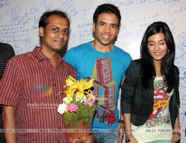 Tusshar Kapoor and Amrita Rao promotes Love U... Mr. Kalakaar! at Growel Mall at Kandivli (134500)