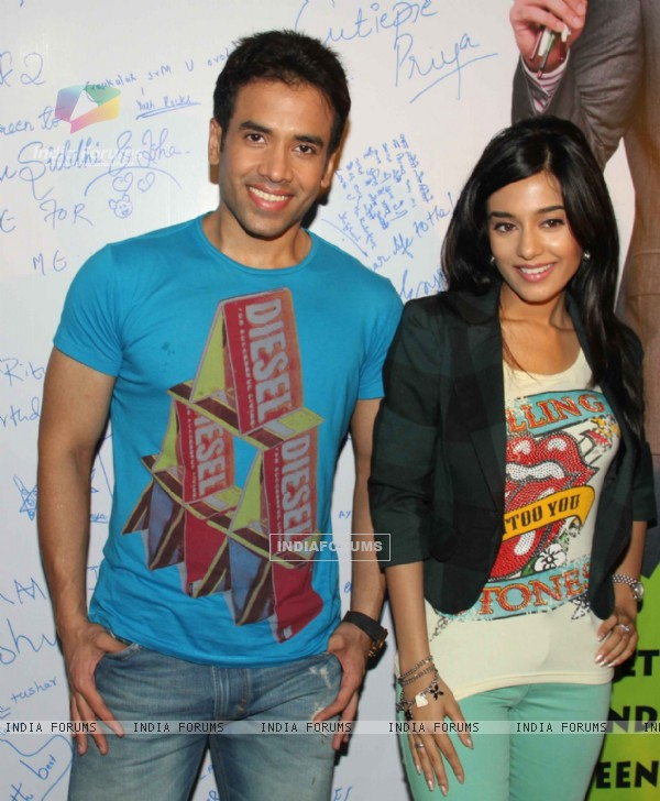 Tusshar Kapoor and Amrita Rao promotes Love U... Mr. Kalakaar! at Growel Mall at Kandivli (134502)
