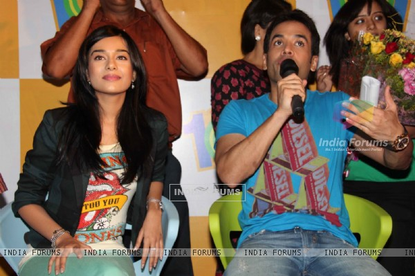 Tusshar Kapoor and Amrita Rao promotes Love U... Mr. Kalakaar! at Growel Mall at Kandivli