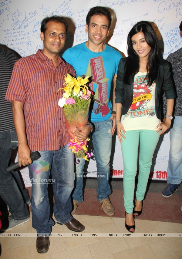 Tusshar Kapoor and Amrita Rao promotes Love U... Mr. Kalakaar! at Growel Mall at Kandivli (134510)