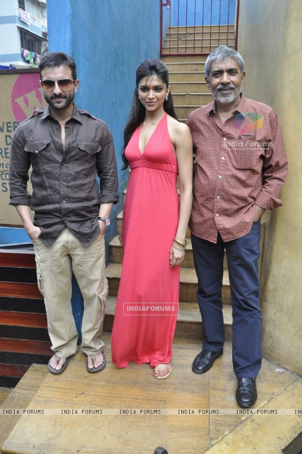 Saif Ali Khan, Prakash Jha and Deepika Padukone at Aarakshan film press meet
