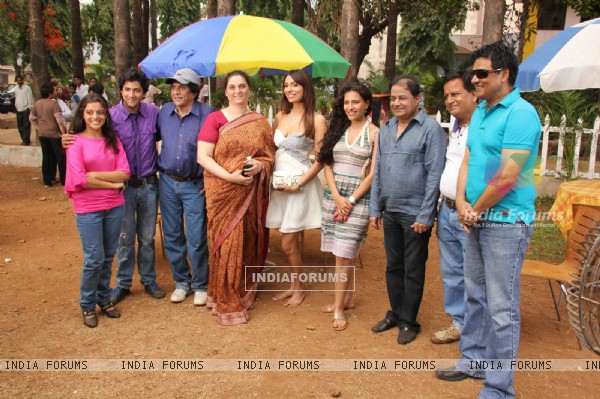Cast and Crew at Muhurat of film 'Neil Ko Pakadna'