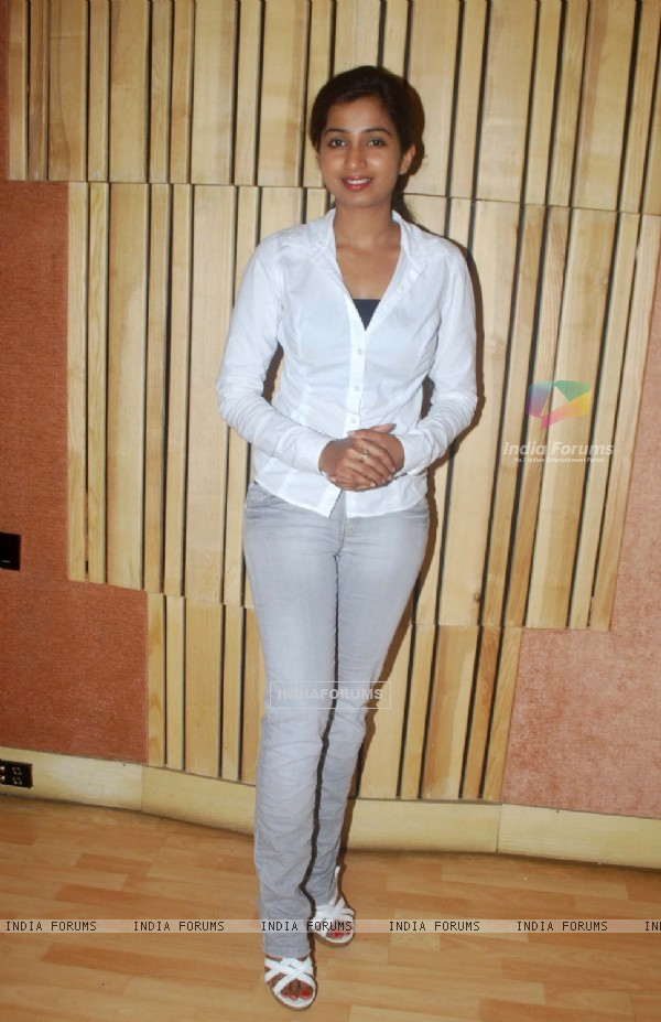 Shreya Ghosal at song recording for Badey Acchey Lagte Hain
