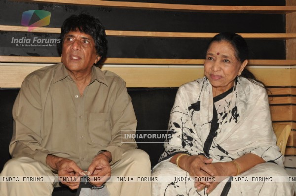 Veteran singer Asha Bhosle records for