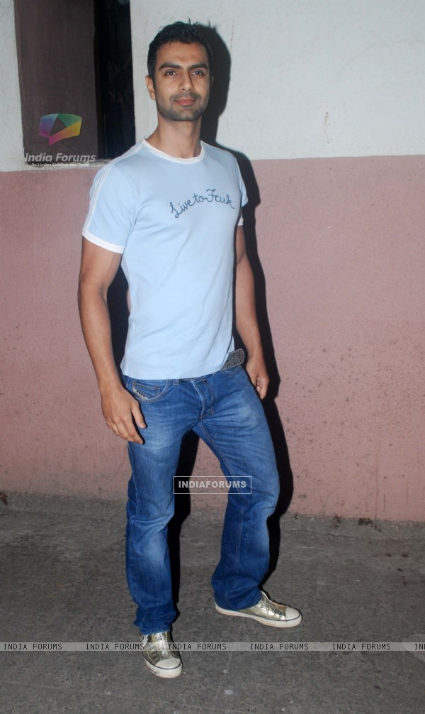 "Ashmit Patel at special screening of 'Ready"" movie at Ketnav"